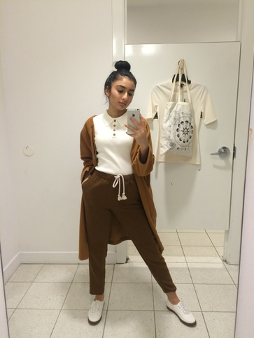 9e2a92f3540 Drawstring trousers - H M Colored short sleeve top - Forever 21. Vans Camel  colored coat - ROMWE